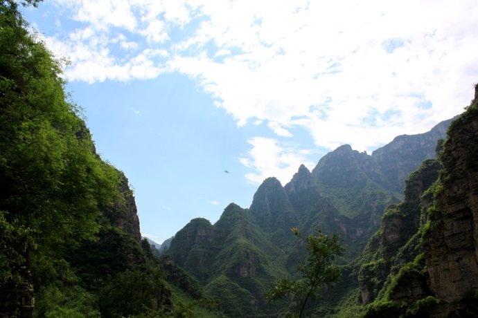 十渡旅游网 十渡游记 孤山寨游记 >> 正文  十渡风景区就是一条大峡谷